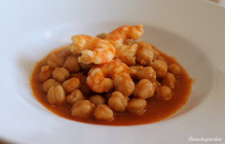Food tour of Cadiz. Chickpeas with King Prawns